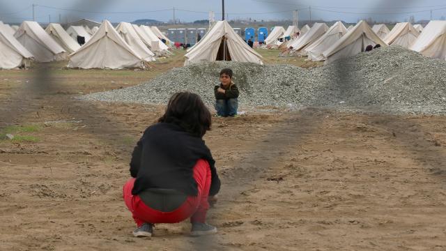 Yunanistanda mülteci çocuklara ırkçı saldırı düzenlendi