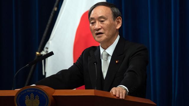 Japonyada Suga kabinesinin kamuoyu desteği eriyor