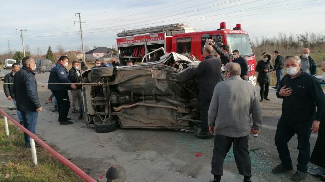 Samsunda minibüsle çarpışan otomobilin sürücüsü ağır yaralandı
