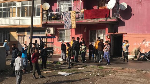 İzmirde kamyonetin çarptığı 4 yaşındaki çocuk hayatını kaybetti