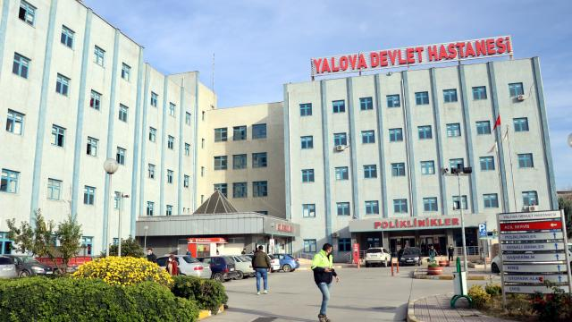 Kovid-19 salgınıyla mücadele eden sağlık çalışanları duyarsız insanlardan yakınıyor