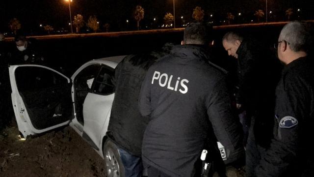 Polisten kaçarken otomobilleri arızalanan şüpheliler yakalandı