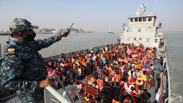 Bangladeş 1804 Arakanlı Müslümanı daha Bhasan Char Adasına gönderdi