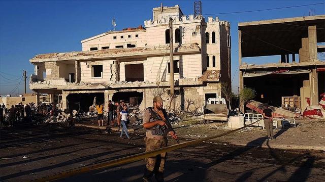 Suriyenin kuzeyindeki Azezde bombalı terör saldırılarında 2 sivil yaralandı