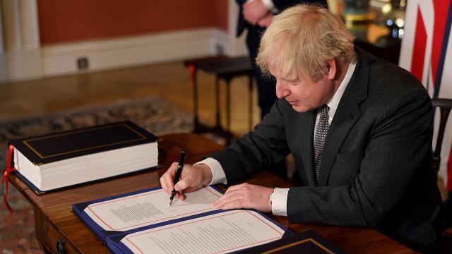 İngiltere Başbakanı Johnson, AB ile ticaret anlaşmasını imzaladı