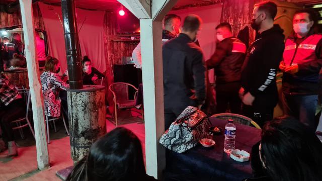 Restorana dönüştürülen bağ evindeki 20 kişiye ceza