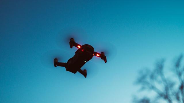 Dronla ele geçirdiği silahla diğer mahkumlara ateş açtı