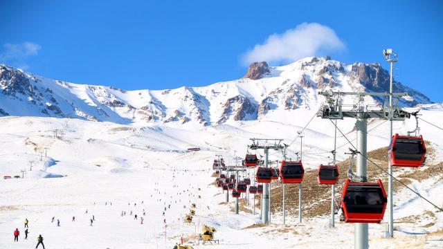 Erciyes Kayak Merkezinde yeni yıl öncesi turist yoğunluğu