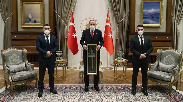 Cumhurbaşkanı Erdoğan, Viyanadaki terör saldırısında yaralanan Türkleri kabul etti