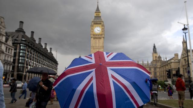 İngilterede toplu etkinlikler başlayacak: Vatandaşlar denek olacak