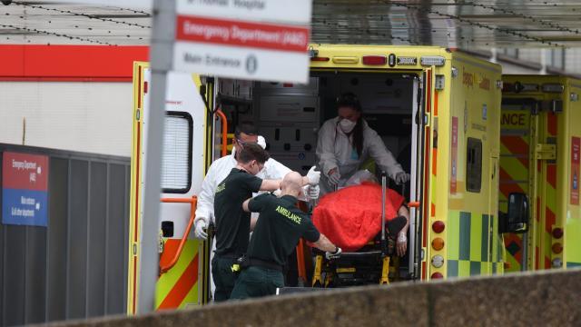 İngilterede hastanelerden çadır kurma planı