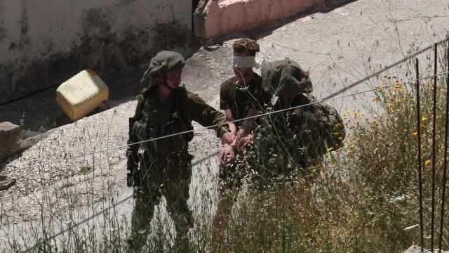 Batı Şeriada 15 Filistinli, İsrail güçlerince gözaltına alındı