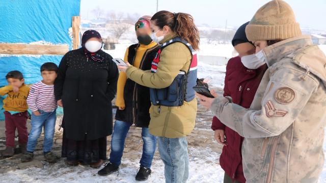 Jandarma ekipleri Ardahandaki köylerde KADESi anlattı