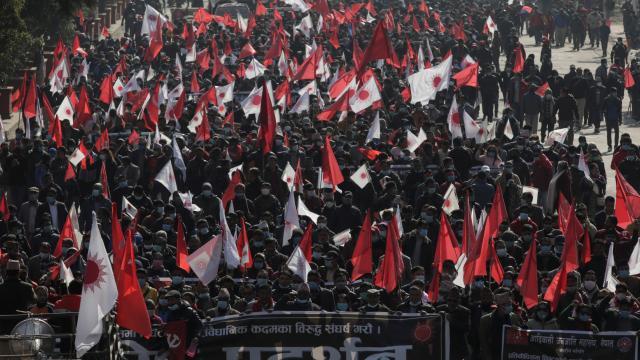 Nepalde parlamentonun feshi binlerce kişiyi sokağa döktü