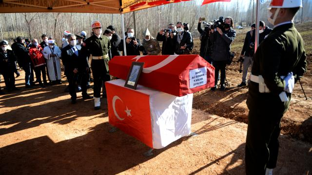 Hakkaride çığ düşmesi sonucu şehit olan asker Kahramanmaraşta son yolculuğuna uğurlandı