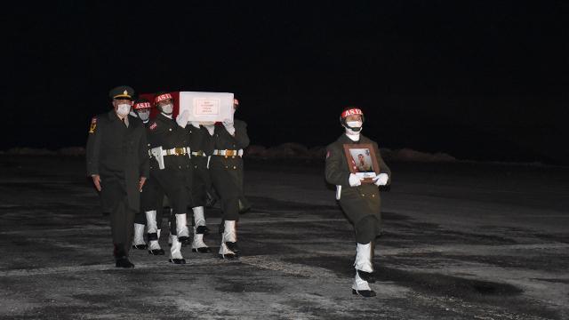 Çığ altında kalarak şehit olan asker törenle memleketine uğurlandı