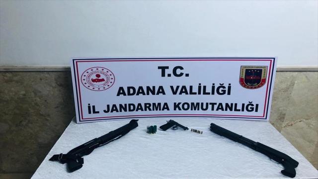 Adanada iki araçta tabanca ve av tüfeği ele geçirildi