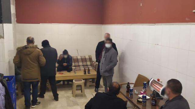 Sivasta iş yerinde alkol alan 13 kişiye para cezası
