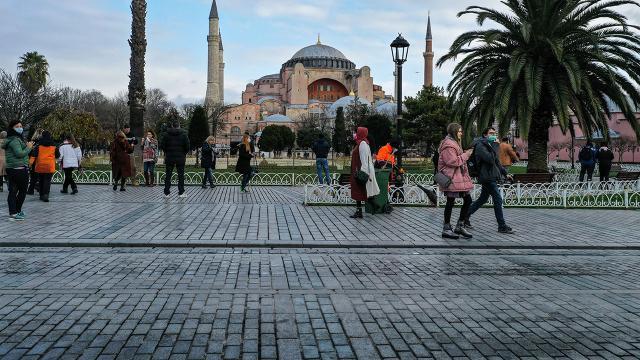 İçişlerinden turist genelgesi: Simge cadde ve meydanlara izin yok