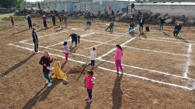 Bakan Kasapoğlunun tenis kortu sözü Viranşehir köylülerini sevindirdi