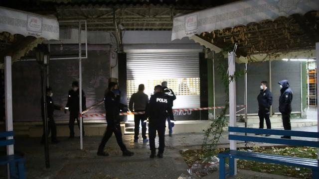 Adanada kuyumcuya giren hırsızlar suçüstü yakalandı