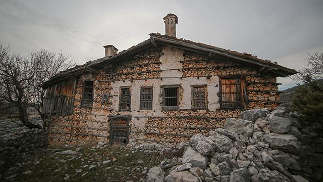 """Yıllara meydan okuyan """"düğmeli evler"""" restore ediliyor"""