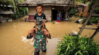 Endonezya'da selden yaklaşık 22 bin kişi etkilendi, 2 kişi öldü