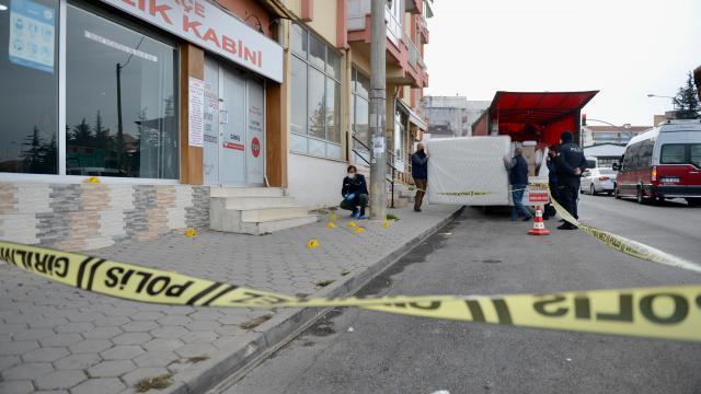 Eskişehirde baba oğul kavgada bıçakla yaralandı