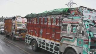 Kontrolden çıkan kamyon kaldırımda uyuyan işçileri ezdi: 15 ölü