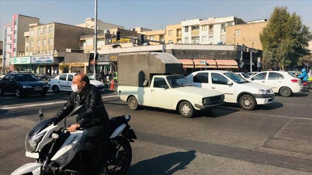 İranlılar ülkede geliştirilen aşıya şüpheyle yaklaşıyor