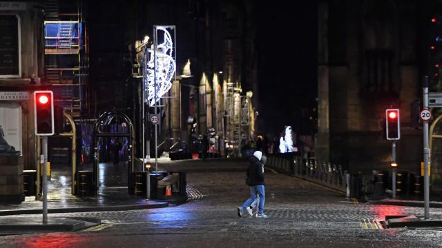 İskoçyada ay sonuna kadar karantina kararı