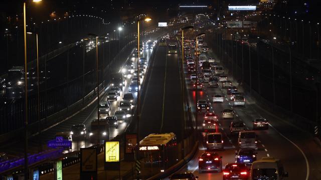 İstanbulda kısıtlama sonrası hareketlilik başladı