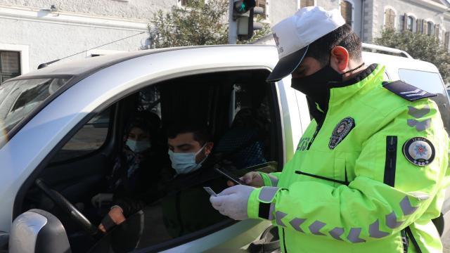 İzmirde kısıtlamaları ihlal eden bin 198 kişiye ceza