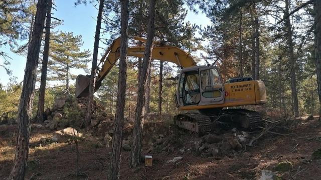 Sit alanında iş makinesiyle kazıya suçüstü: 5 gözaltı