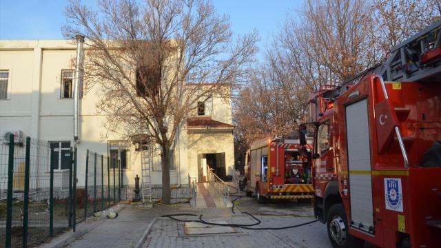 Engelli bakım merkezinde yangın: 10 kişi hastaneye kaldırıldı