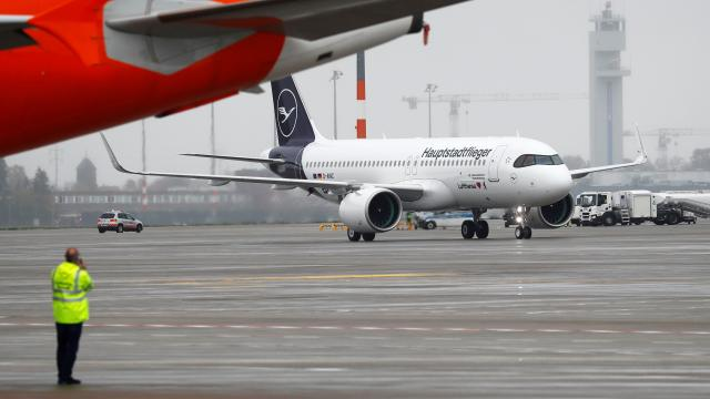 Almanyada hava yolu trafiği 31 yıl önceki seviyeye geriledi