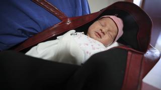 Mucize bebek anne karnında kalp ameliyatı oldu