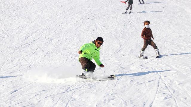 Muradiyeli öğrencilerin kar sevinci