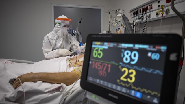 Sağlık çalışanları pandeminin gölgesinde yeni yılı karşıladı