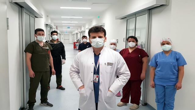 Sağlık çalışanları yeni yılın ilk gecesinde de görev başındaydı