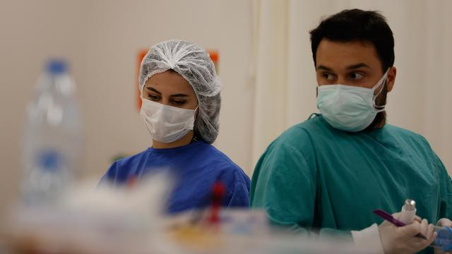Sağlık çalışanlarının yeni yıldan tek isteği: Tedbirlere uyulması
