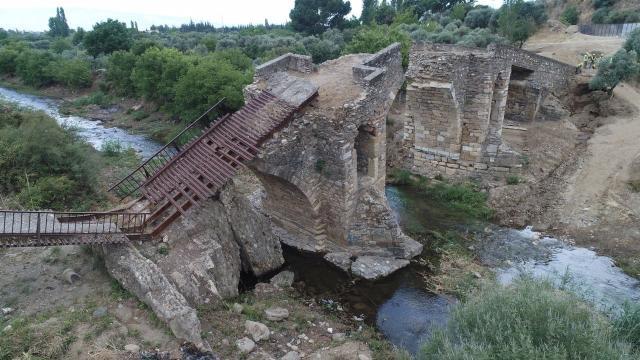 373 tarihi köprü restore edildi