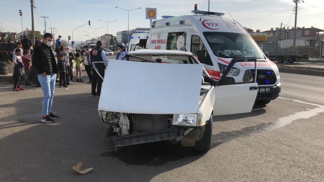 Tekirdağda otomobil ile ticari araç çarpıştı: 5 yaralı