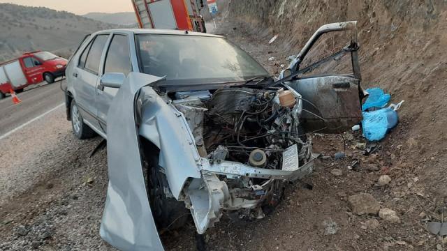 Tokatta otomobil kayalıklara çarptı: 1 ölü, 4 yaralı