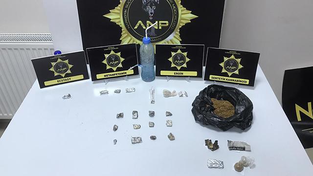 Uyuşturucu partisi yapılan eve baskın: 13 gözaltı