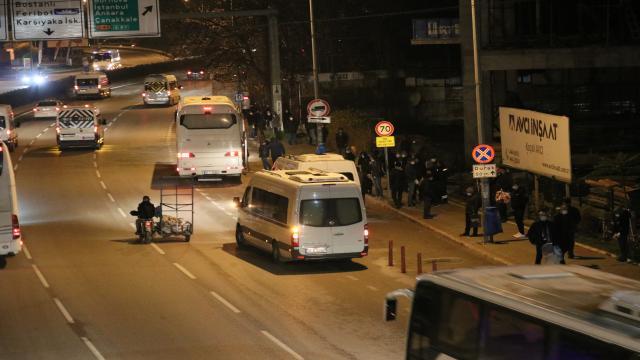 İzmirde kısıtlamanın ardından yoğunluk oluştu