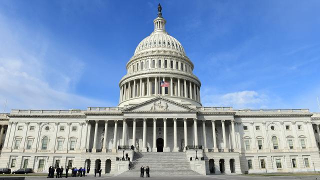 Bidenın 1,9 trilyon dolarlık destek paketi Senatoda