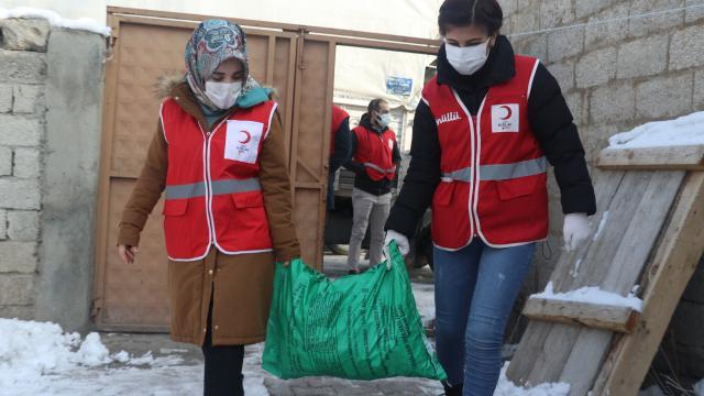 Kış kenti Ağrıda ihtiyaç sahiplerinin evleri Kızılayın kömür yardımlarıyla ısınıyor