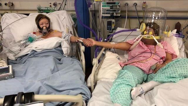 İngilterede COVID-19 hastası kadın oksijen maskesini çıkararak kızlarıyla vedalaştı