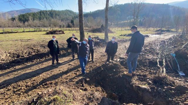 Bartında ağaç dikmek için kazılan bahçede kerpiç yapılar ortaya çıktı